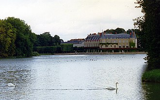 Château de Rambouillet - The château seen from the tapis vert across the central canal