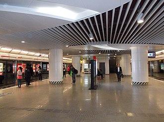 Lianglukou Station - Image: Chongqing Rail Transit Lianglukou Line 1 Platform