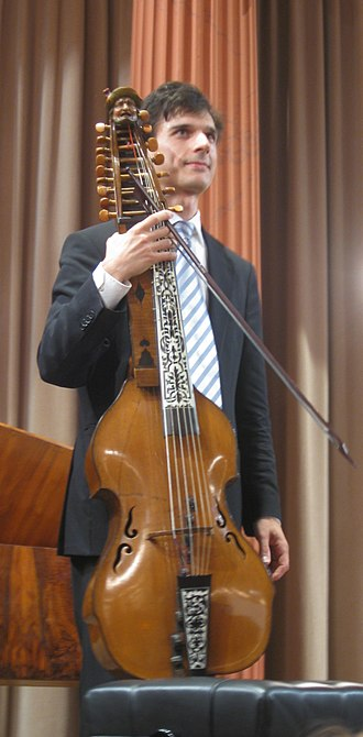 Baryton - Christoph Urbanetz holding a baryton (Daniel Achatius Stadlmann, 1732) from the estate of Joseph Haydn, now owned by the Gesellschaft der Musikfreunde in Vienna (more images in Commons)