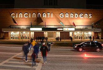 Cincinnati Gardens - Image: Cincinnati gardens exterior 2004