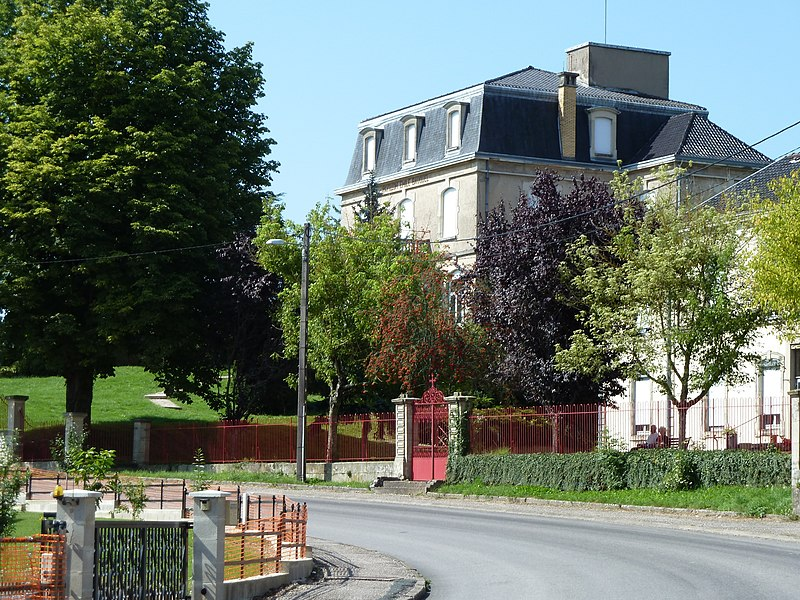 """Cirey-sur-Vezouze """"Pavillon Emile Bauquel"""" selon l'inscription qui figure au fronton du bâtiment lui-même (visible sur la photo). Il abrite les services administratifs de l'hôpital."""