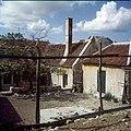 Collectie Nationaal Museum van Wereldculturen TM-20029915 Woningen bij het Landhuis Sint-Rafael Curacao Boy Lawson (Fotograaf).jpg