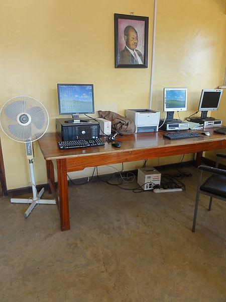 File:Computer in Uganda (5349221408).jpg