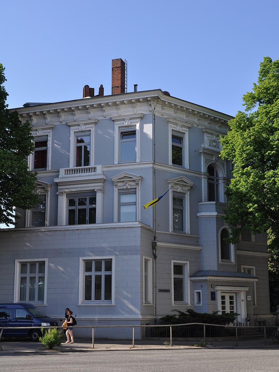 Consulate general Ukraine Mundsburger Damm 1 (Hamburg-Hohenfelde).ajb