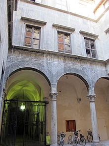 Palazzo spinelli firenze wikipedia il cortile caratteristica peculiare del sciox Image collections