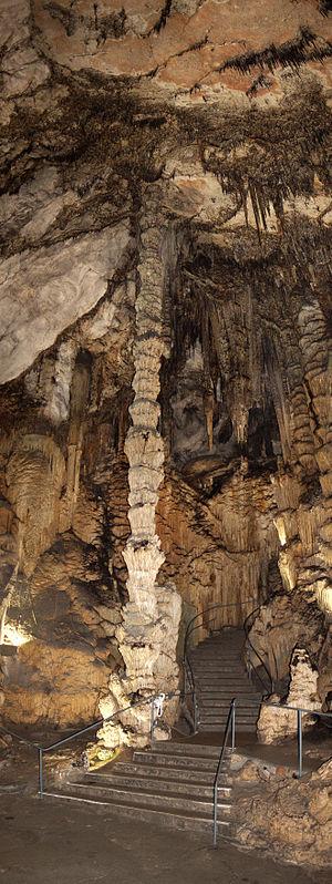 Stalagmite - Image: Coves d'Artà Reina de las columnas