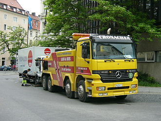 Tow truck - Heavy spectacle lift type tow truck