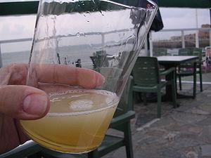 Un culete de Sidra Natural Asturiana recien es...