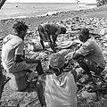 Découpe du poisson. Pêche traditionnelle à Tarafal de Monte Trigo, île de Santo Antao, Cap-Vert.jpg
