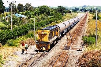Tranz Rail - Image: DC4398 shunts milk tanks at Oringi 11th December 2008