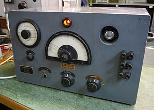 Beat frequency oscillator - Separate BFO oscillators were manufactured for receivers that didn't have them; a Rohde und Schwarz STI4032 from 1944.