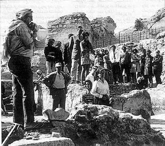 Qal'at al-Bahrain - The Danish archaeological expedition led by Geoffrey Bibby at the excavated site of the Bahrain Fort in the 1950s.