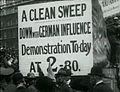 Demonstration gegen deutsche Engländer WKI.jpg