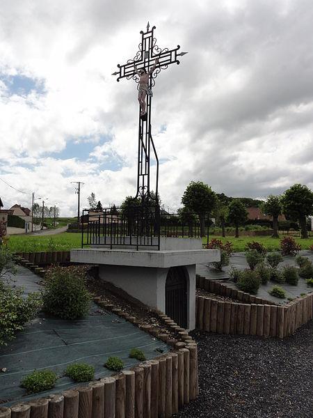 Deuillet (Aisne) croix de chemin avec oratoire
