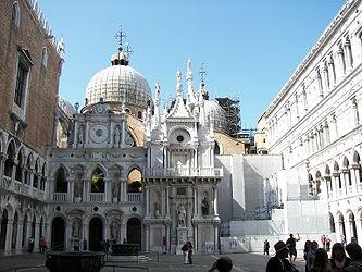 Doge's Palace courtyard (Venice).jpg