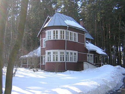 Boris Pasternak's dacha in Peredelkino, where he lived between 1936 and 1960 Dommuzejpasternak.jpg