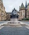 Dundee,-Albert-Square,-Queen-Victoria's-Statue-(Q17798977).jpg