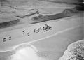 ETH-BIB-Dort wo Wüste und Meer zusammenstossen, sichteten wir eine der gefährlichen Räuberkarawanen-Tschadseeflug 1930-31-LBS MH02-08-1022.tif