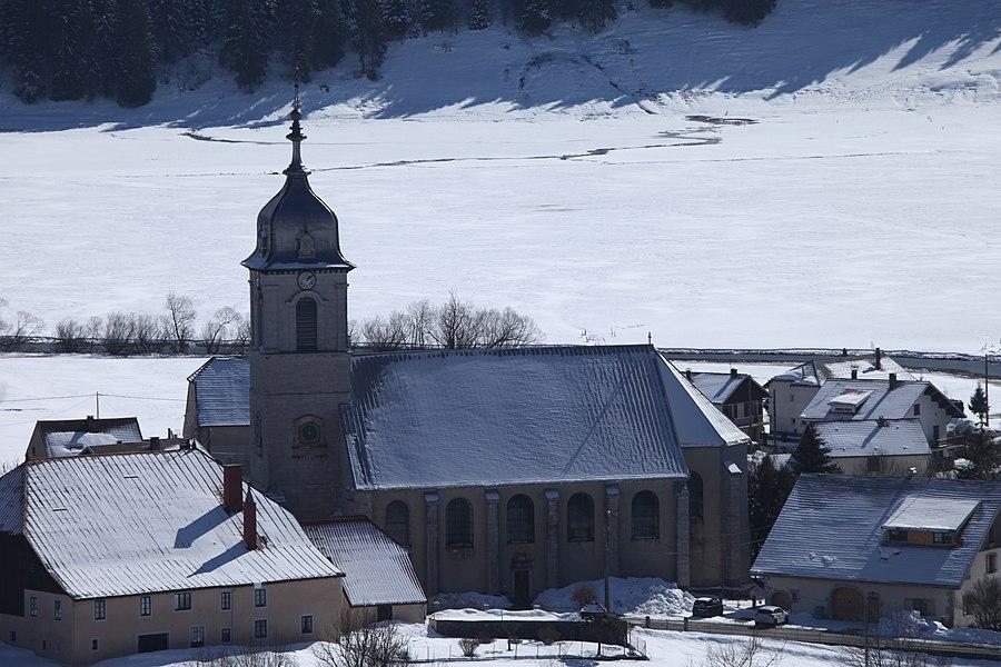 Église de l'Assomption de Mouthe en hiver