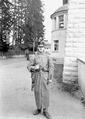 Ein Infanterist mit dem Wintermantel bekleidet - CH-BAR - 3240161.tif