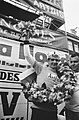 Eindwinnaar Cees Priem met ploegleider Piet Liebregts (r), Bestanddeelnr 924-5494.jpg