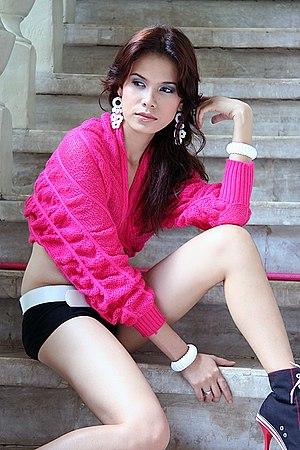 Elle, a Filipina model.jpg