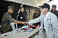 Em Iranduba (AM), Amorim cumprimenta militares que participaram de Aciso conjunta (8030648891).jpg