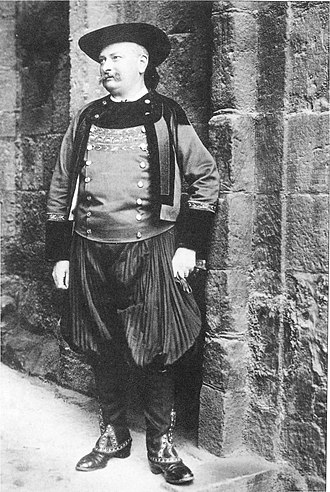 Breton Regionalist Union - Régis de l'Estourbeillon dressed in Breton costume at the Celtic Congress of Caernarfon, 1904.