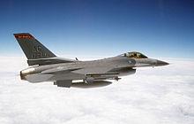 Un caccia F-16 Fighting Falcon