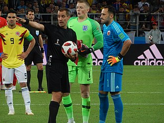 Mark Geiger - Mark Geiger and goalkeepers Jordan Pickford from England and David Ospina from Colombia before the penalty shootout in the Round of 16
