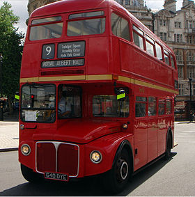 First London Routemaster bus RM1640 (640 DYE) heritage route 9 Trafalgar Square 8 July 2006.jpg