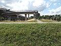Flughafenbrücke Fußgänger- und Radfahrerrampen1.jpg