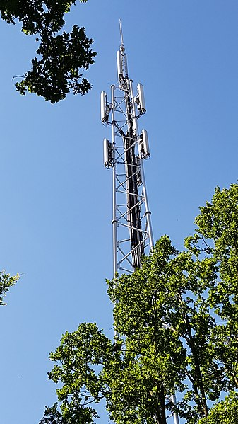 file gsm mast in hengelo netherlands jpg wikimedia commons