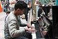 Gare SNCF, pianiste. Montparnasse (15018132855).jpg