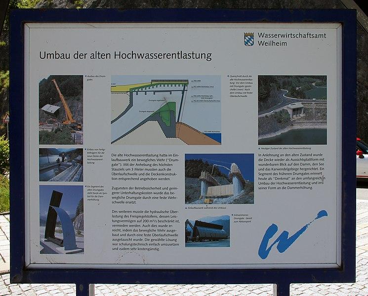File:Gedenktafel Sylvenstein (Lenggries) Hochwasserentlastung.jpg