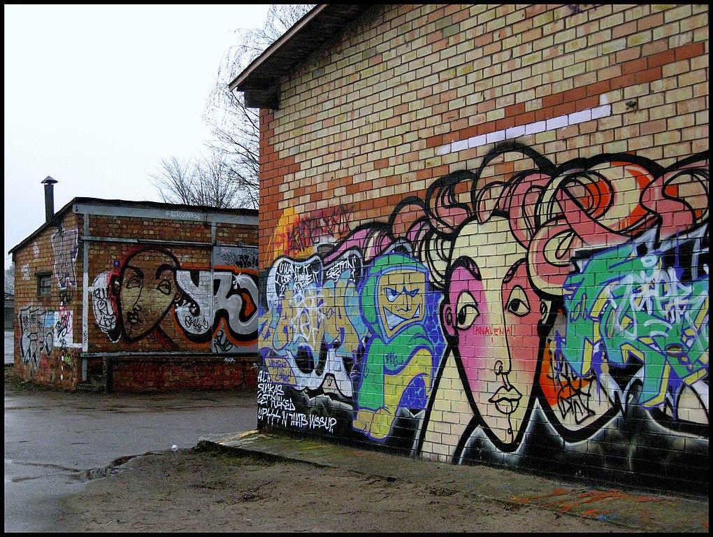 > Street art sur un hangar à Andrejsala, Riga. Photo de Laima Gūtmane.