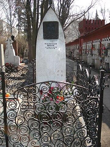 Могила Чехова на Новодевичьем кладбище в Москве