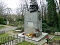 Grave of Karl Marx Highgate Cemetery in London 2016 (06).jpg