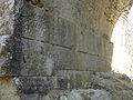 Gravure phallique du pont romain du Buès.JPG