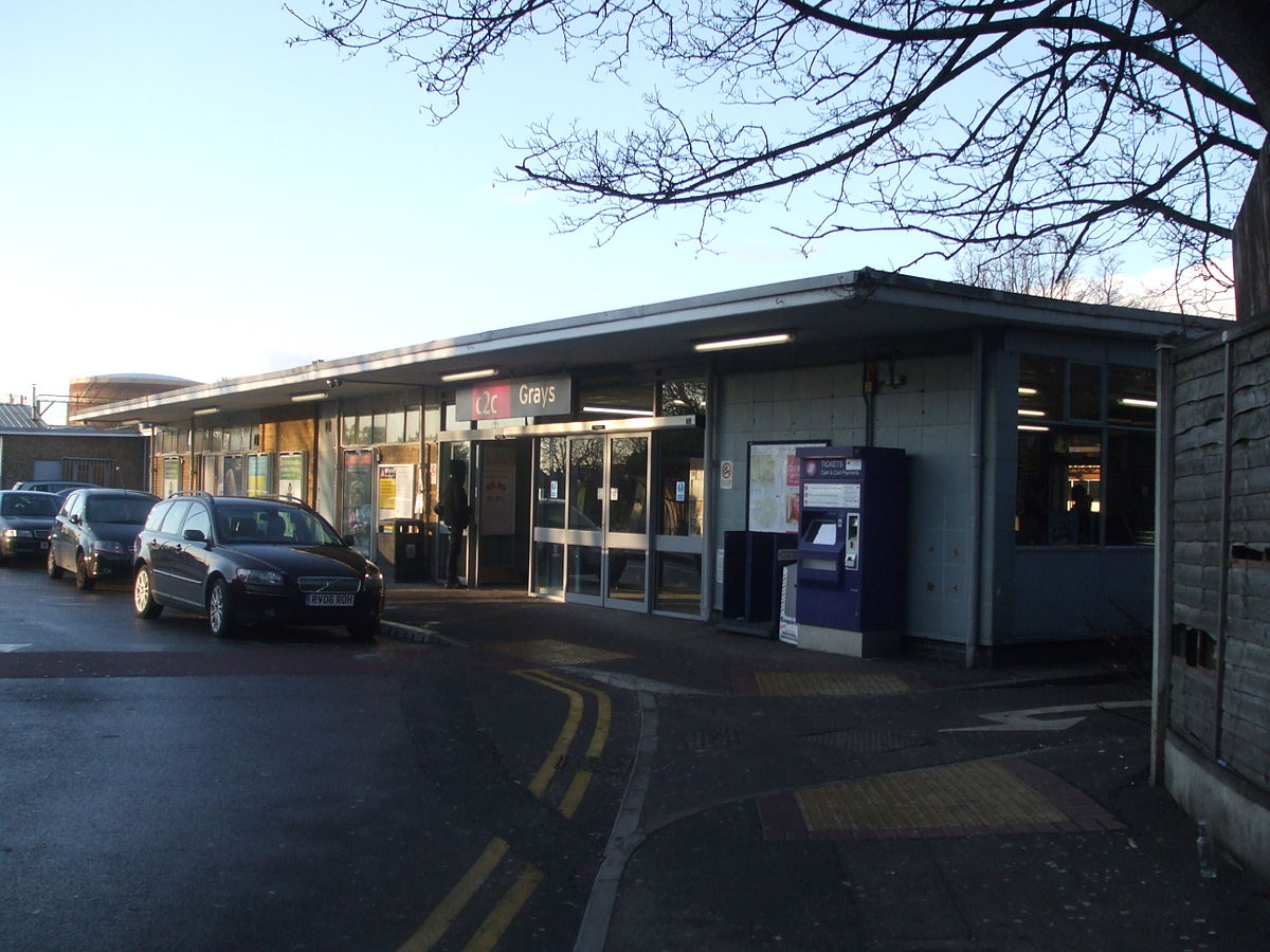 grays railway station