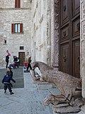 Griffons at the doors of San Rufino Cathedral - panoramio.jpg