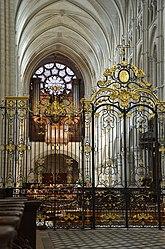 Grille du choeur orgue et rosace ouest de la cathedrale de Laon DSC 0151.jpg