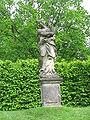 Großharthau, Park (weibl. Sandsteinstatue mit Ähren, links mittig).JPG