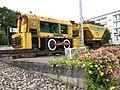 Grubenlok mit Kohlenwagen auf Verkehrskreisel in Behren-lès-Forbach, Frankreich.jpg