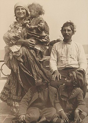 Romani people in Serbia - Roma family in Serbia, 1905