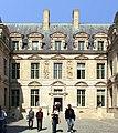 Hôtel de Sully, Paris, façade sur cour.jpg