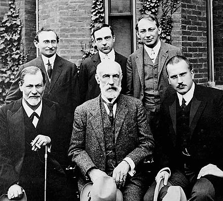 Group photo 1909 in front of Clark University. Front row: Sigmund Freud, G. Stanley Hall, Carl Jung; back row: Abraham A. Brill, Ernest Jones, Sandor Ferenczi. Hall Freud Jung in front of Clark.jpg
