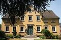 Hattingen Niederwenigern - Domplatz - Pfarrhaus St. Mauritius 01 ies.jpg
