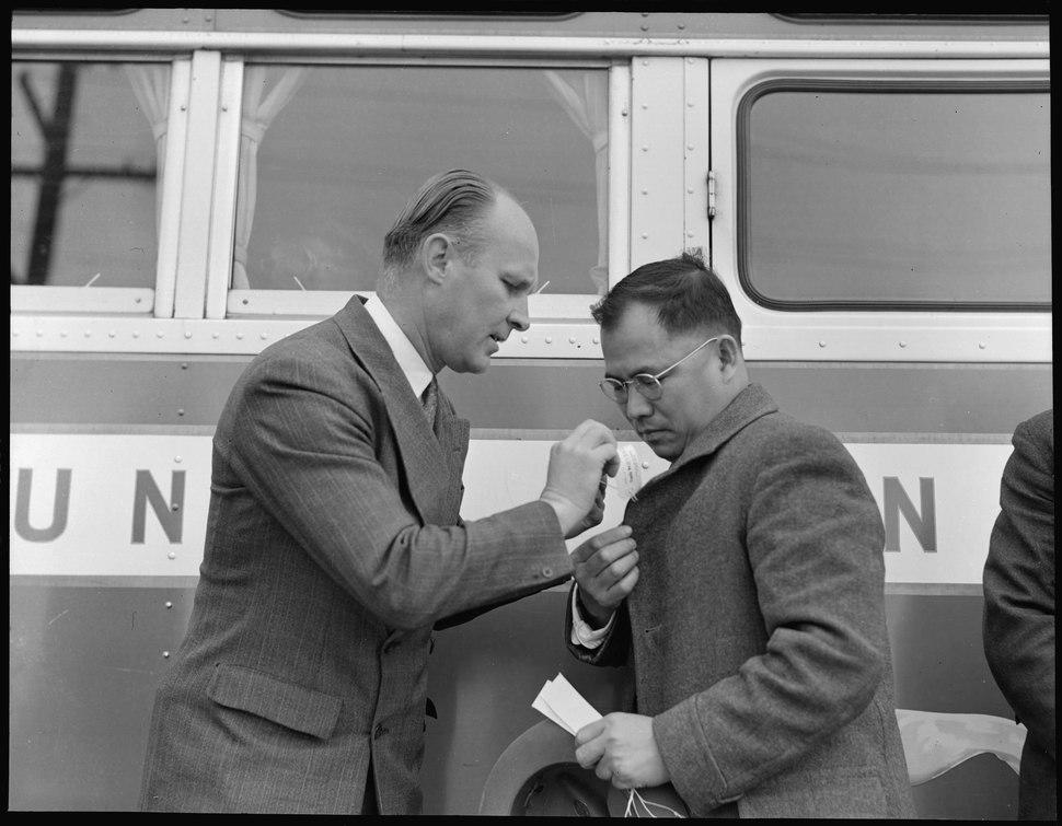 Hayward, California. The Reverend John Carlos Derfelt, Baptist Minister, ties identification tag in . . . - NARA - 537498