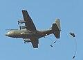 Hercules en parachutisten op Ginkelse heide 19 september 2009 (1).jpg